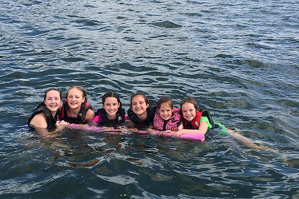 6 kids at the lake