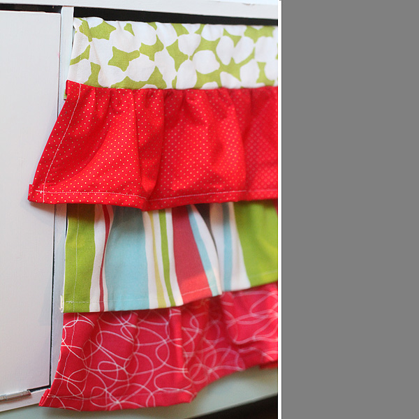 Sink skirt detail